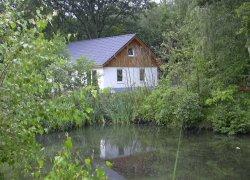 Ferienhaus II vom Teich aus gesehen