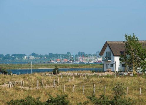 5*-Haus in Traumlage: Direkt an Ostsee + Yachthafen + NSG Graswarder !
